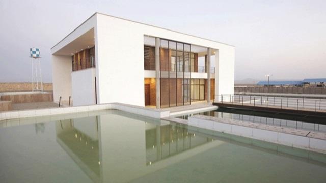 پاورپوینت بررسی ویلای شمس اثر گروه معماری کارند در ساوه(نمونه مشابه مسکونی)